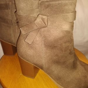 American Eagle ankle boot